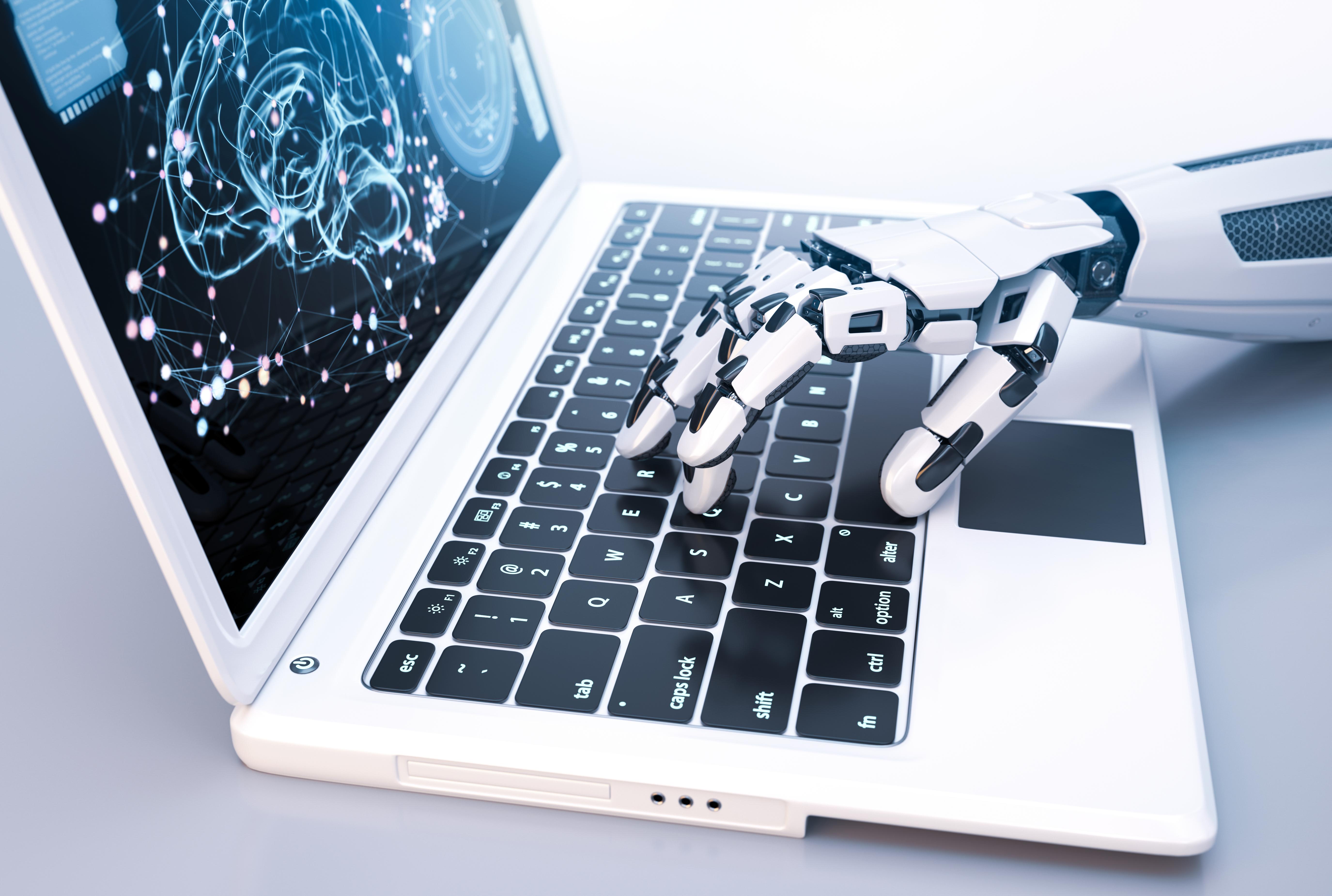 робот печатает накомпьютере